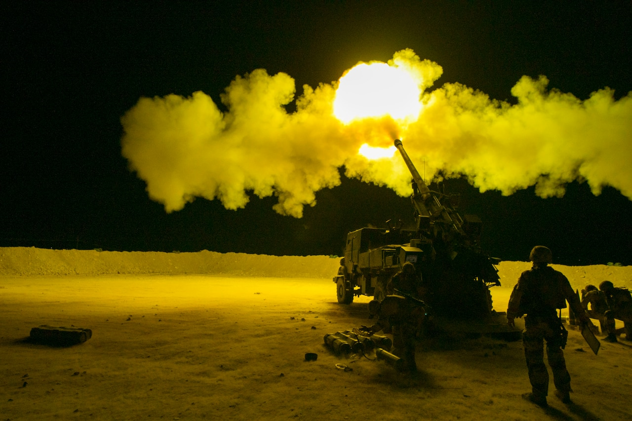 French soldiers, assigned to Task Force Wagram, conduct an evening fire mission in support of Operation Roundup in Qaim, Iraq.