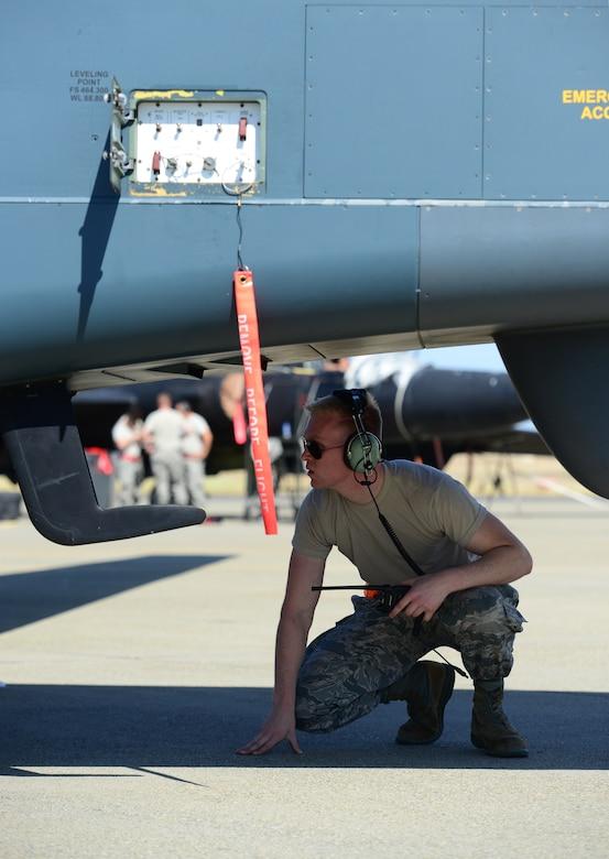 12th AMU keeps Global Hawks flying