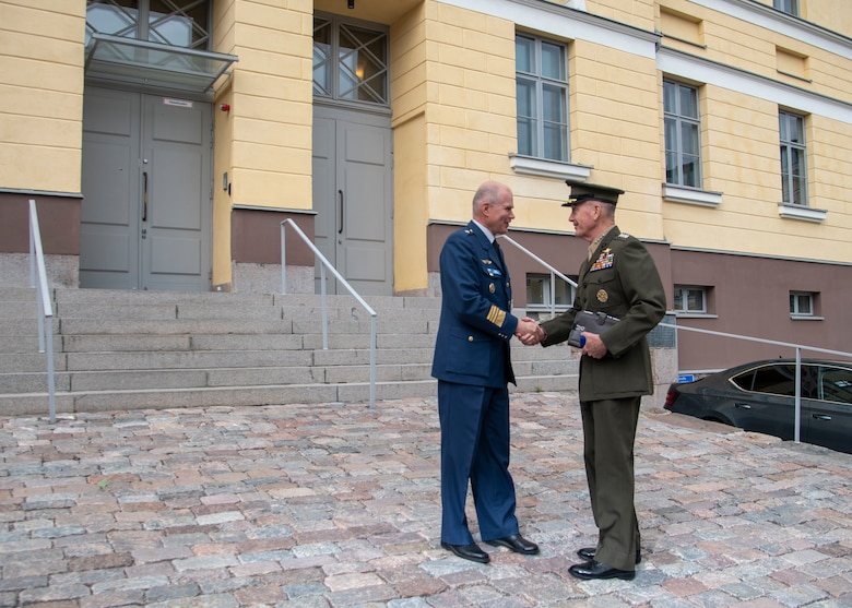 """Marine Corps Gen. Joe Dunford, chairman of the Joint Chiefs of Staff, meets with Finnish Air Force Gen. Jarmo """"Charles"""" Lindberg, commander of the Finnish Defense Forces, at the Finnish Defense Command in downtown Helsinki, Finland, June 7, 2018."""
