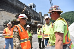 ​LRD Commanding General Visits Bluestone Dam