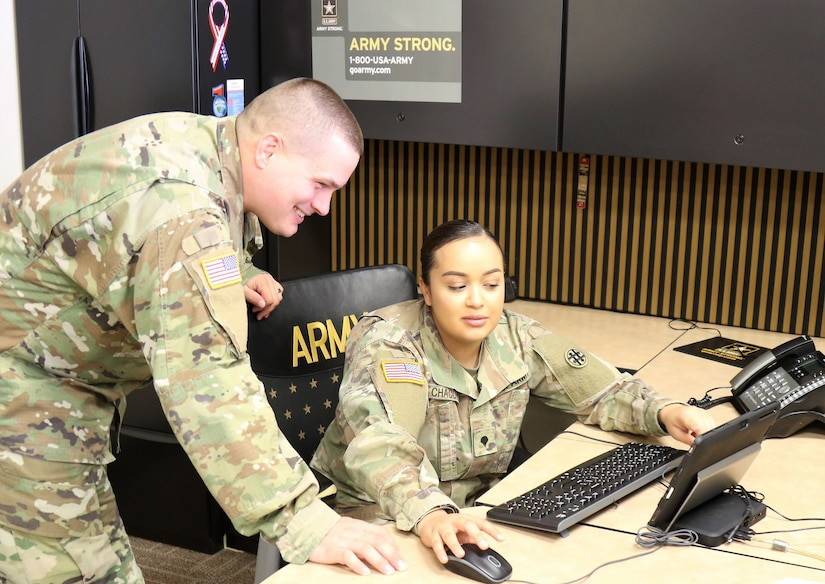 Face of Defense: Reserve Soldier Returns to Help Hometown Recruiters