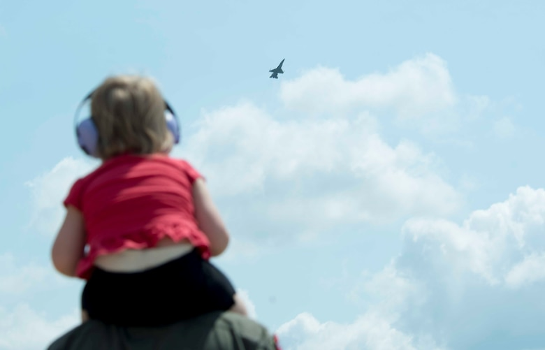 A Team Shaw member watches Maj. John Waters, Air Combat Command Viper Demonstration Team commander and pilot, fly an F-16CM Fighting Falcon at Shaw Air Force Base (AFB), S.C., June 9, 2018.
