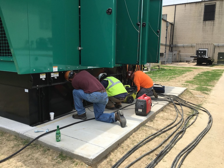 Contractors from Chief Electric Company connect a 750-kilowatt generator that will be used to power the contingency operations location for the Air Force Technical Applications Center in Millington, Tenn.  (U.S. Air Force photo by Master Sgt. Chris Gaskill)