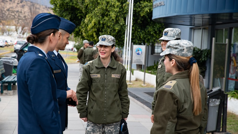 U.S. and Chilean air force medical personnel hold informal talks during a health services administration subject matter expert exchange with the Chilean air force at the Hospital Clínico, Santiago, June 4-8. Key U.S. and Chilean Air Force military health specialists discussed ways to improve medical administration practices, marking the first time this type of exchange has taken place in Chile. (U.S. Air Force photo by Staff Sgt. Danny Rangel)