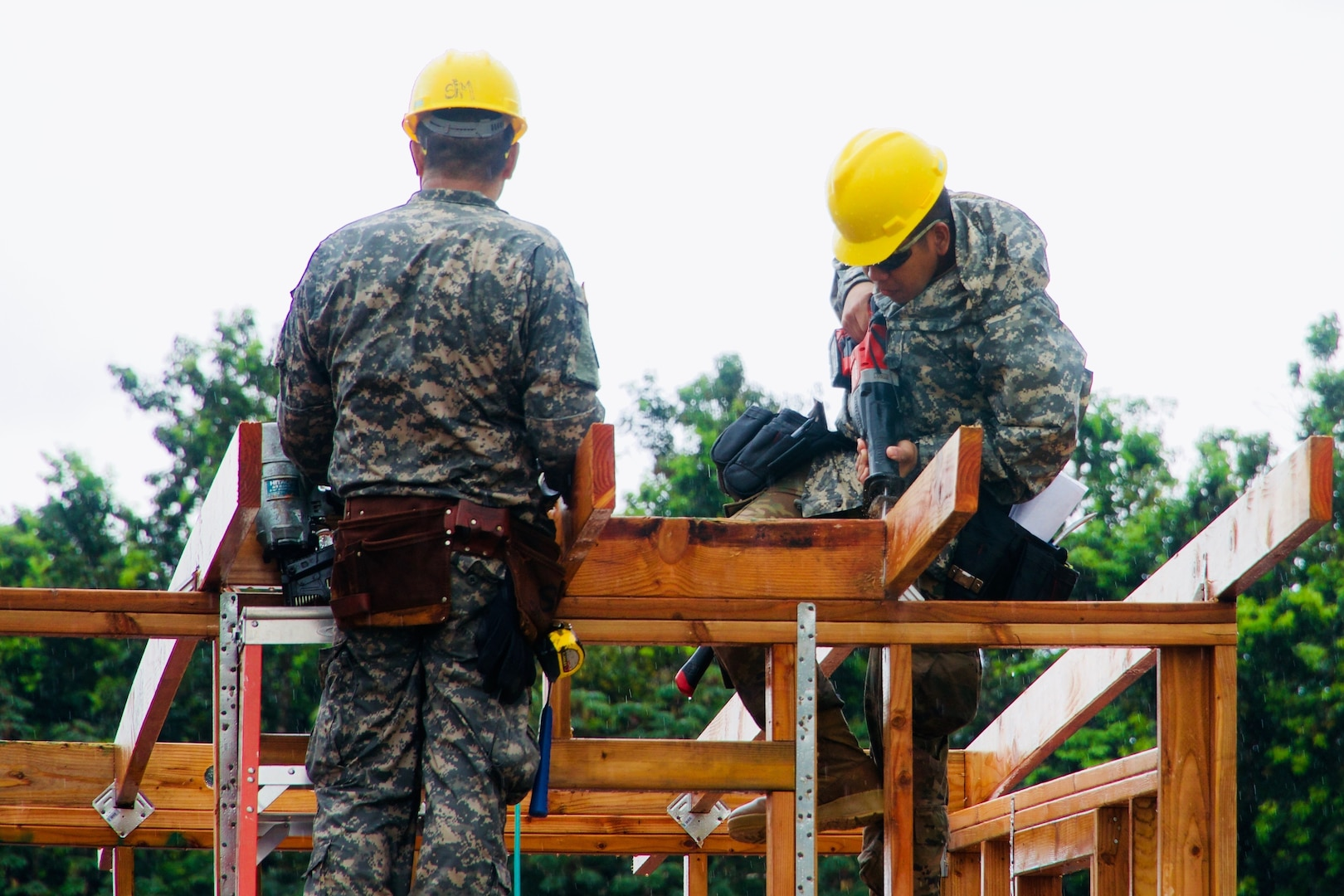 Hawaii National Guard engineers build shelters for volcano evacuees