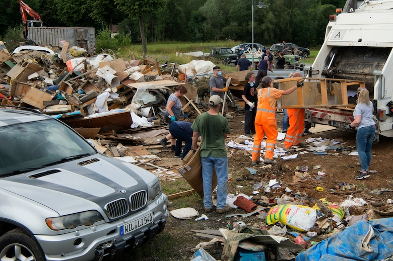 Over 900 rescue workers including firefighters, police officers, German Red Cross and the German Rescue Organization were on duty the night several towns were hit by floods.