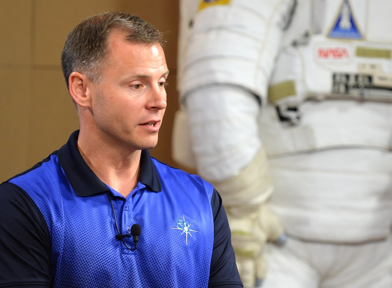 Hague, ovchinin talk ISS mission during presser