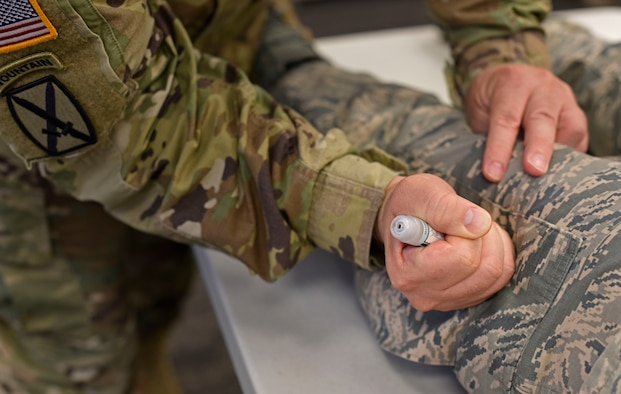 U.S. Army Col. Thomas Frank, U.S. Army Medical Research Institute of Chemical Defense Casualty Care Division chief, demonstrates the proper use of a Nerve Agent Antidote Kit during a Chemical Agent Casualty Discussion at Fairchild Air Force Base, Washington, June 21, 2018. The 92nd Medical Group partnered with the USAMRICD to train and educate Fairchild's medical providers, technicians, first responders and emergency management specialists on the medical management of casualties resulting from chemical or biological weapons. (U.S. Air Force photo/Airman 1st Class Jesenia Landaverde)