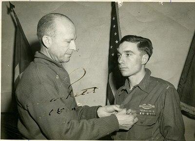 World War II soldier receives commendation.