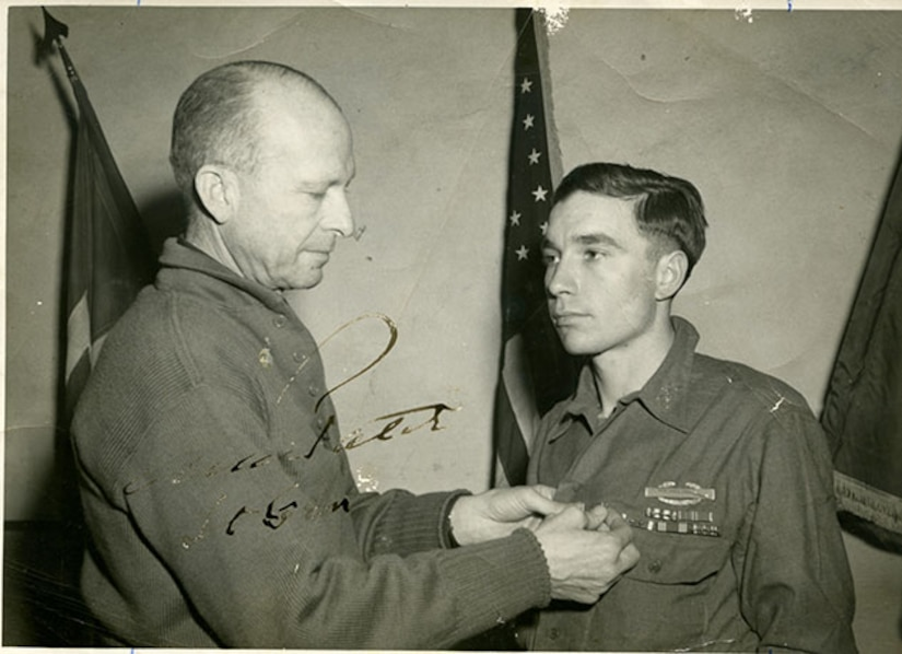 World War II soldier receives commendation.