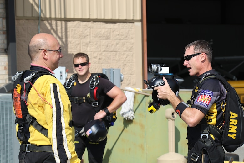 U.S. Army Parachute Team conquers skies of Elizabethtown, Ky.