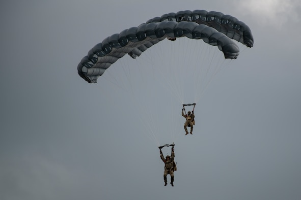 ST operators conduct military freefall