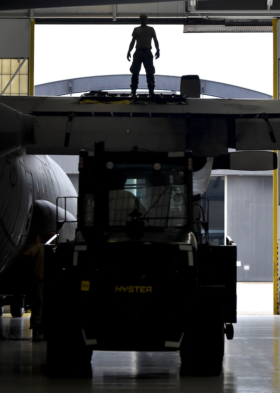 Reserve Citizen Airman Master Sgt. Dan Scott, aircraft maintenance craftsman with the 910th Aircraft Maintenance Squadron, directs a forklift into place by the wing of a C-130H Hercules aircraft here, June 13, 2018.