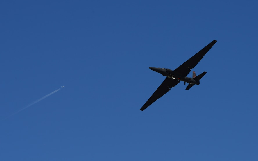 A U-2 Dragon Lady flies while a civilian airliner flies above in the background June 20, 2018, at Beale Air Force Base, California. The U-2 is capable of flying upwards of 70,000 feet, which is nearly twice as high of an airliner. (U.S. Air Force photo by Airman 1st Class Tristan D. Viglianco)