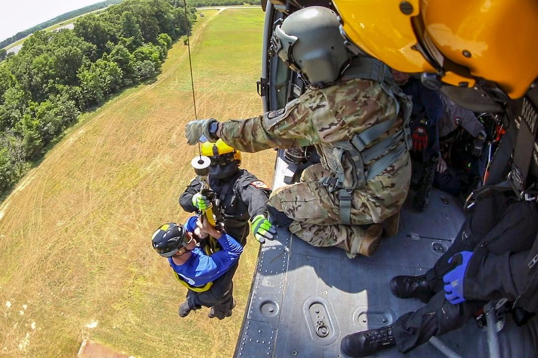 North Carolina Helicopter Aquatic Rescue Team members conduct training in Salisbury, N.C., June 20, 2018, to prepare for hurricane season.