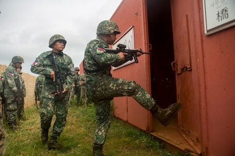 Philippine, U.S. Marines train together during RIMPAC