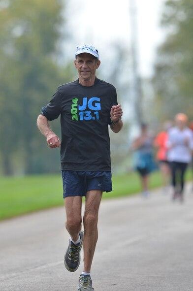 Jeff Galloway running the 2014 Iron Horse Half Marathon in Midway, Kentucky October 12, 2014. (Courtesy Photo/Lewis Gardner)