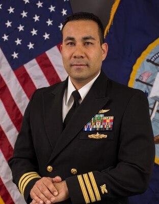Rivera takes command at DLA Distribution Yokosuka, Japan