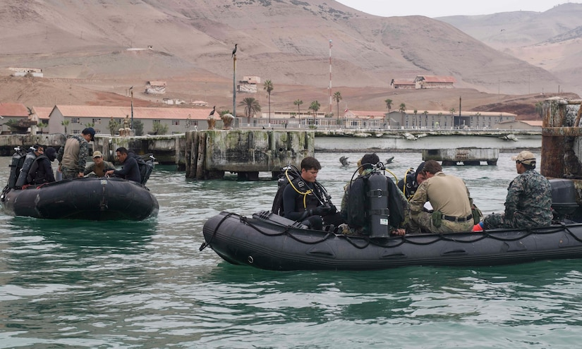 Sailors assigned to Explosive Ordnance Disposal Mobile Unit 1 and Peruvian special forces conduct a shock wave generator training exercise during UNITAS 2017, San Lorenzo Island, Peru.