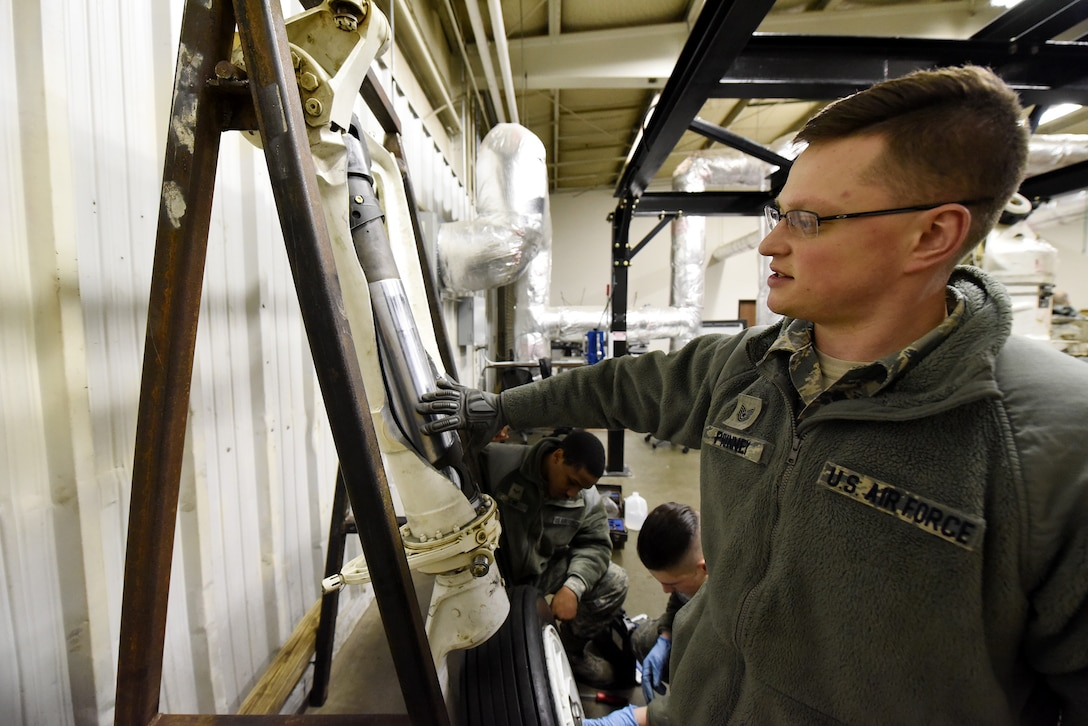 Minot AFB missile, aircraft maintainers