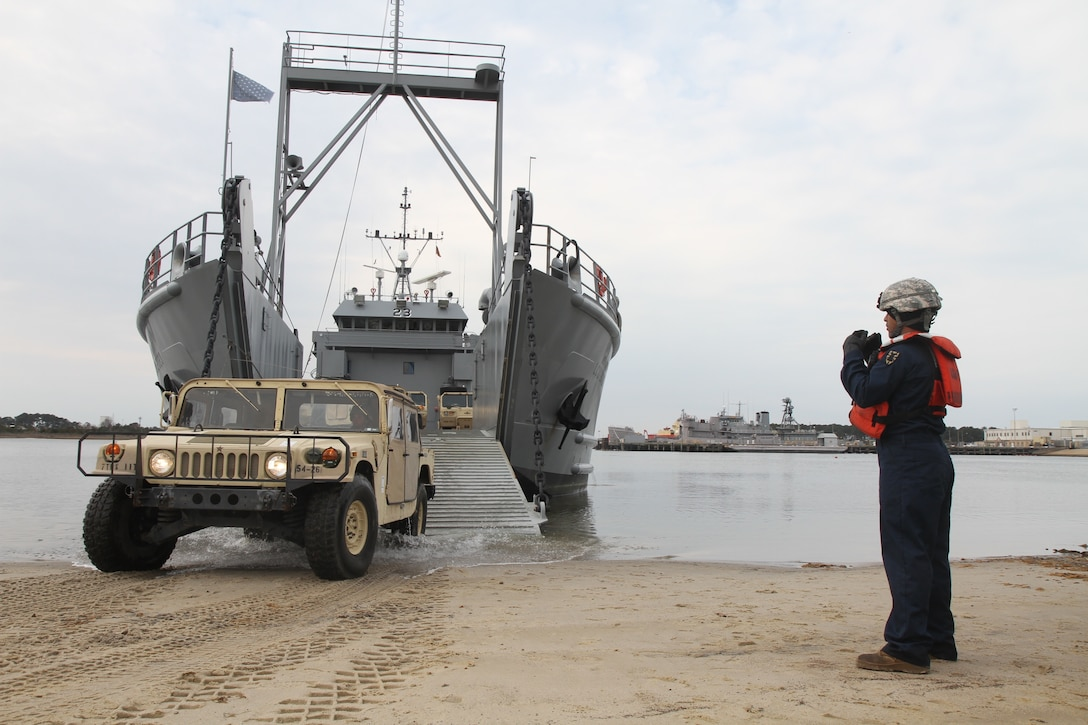 U.S. Army LCU moves Army Reserve vehicles