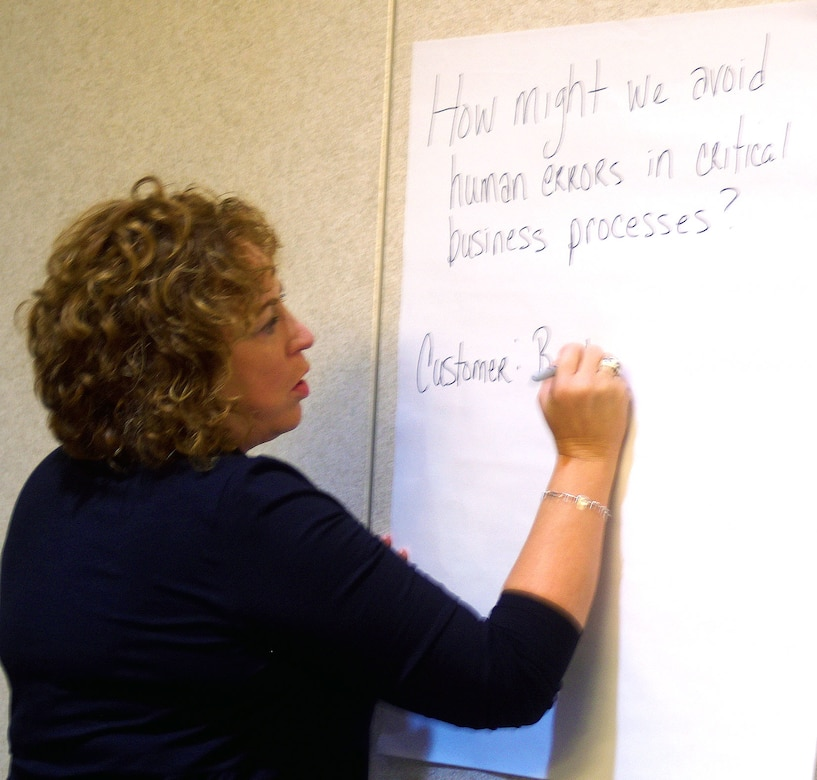 Teresa Smith, DLA Information Operations chief data officer, writes down ideas for her group during the DLA Information Operations senior leader innovation boot camp.