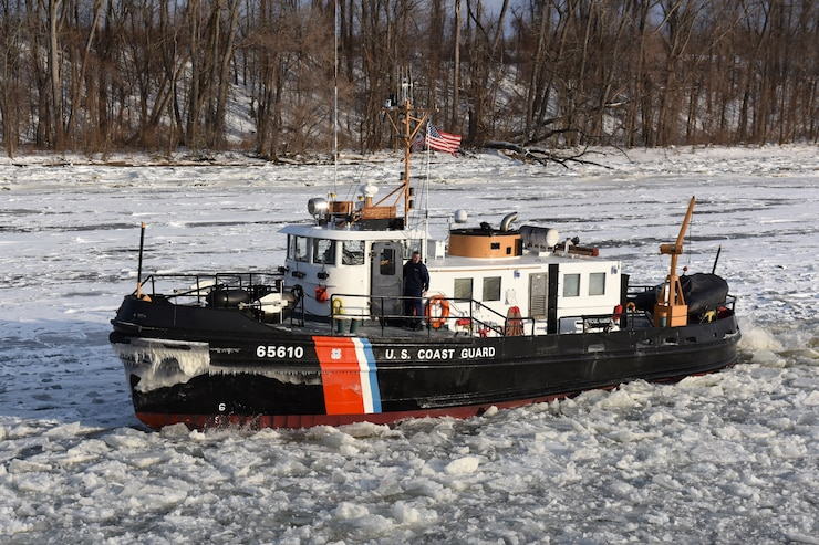 Coast Guard Cutter Hawser, a 65-foot Small Harbor Tug, transits north on the ice-covered Hudson River near Albany, New York, Jan. 5, 2018.