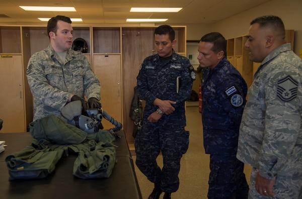 US, Salvadoran Airmen share night vision knowledge