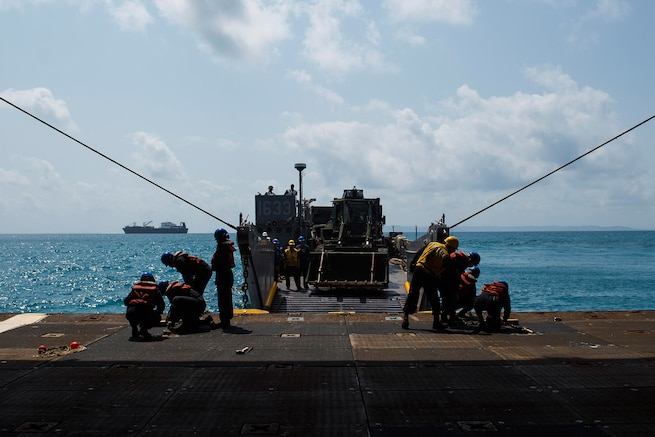 USS Ashland Arrives in Okinawa to Embark 31st MEU Marines