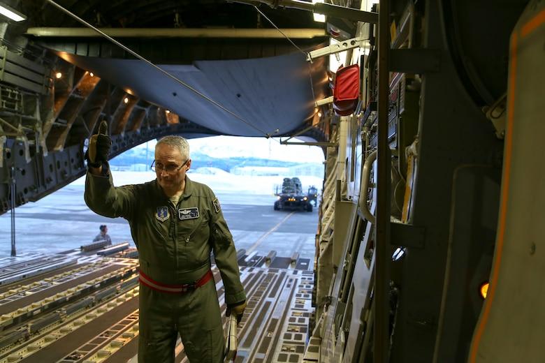 Alaska Guardsmen conduct operations in frozen Beaufort Sea