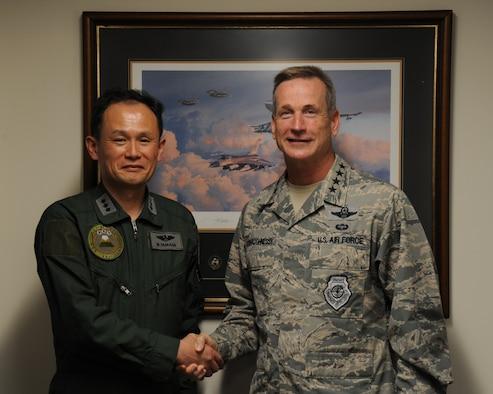 Japan Air Support Commander visits JBPH-H