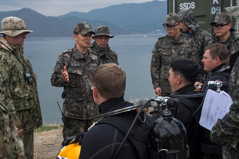 South Korean and U.S. divers hold a briefing before a combined diving operation.in Exercise Foal Eagle 2017.