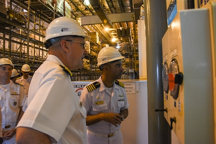 U.S. Navy surgeon general tours the Brazilian Navy Operational Medical Center