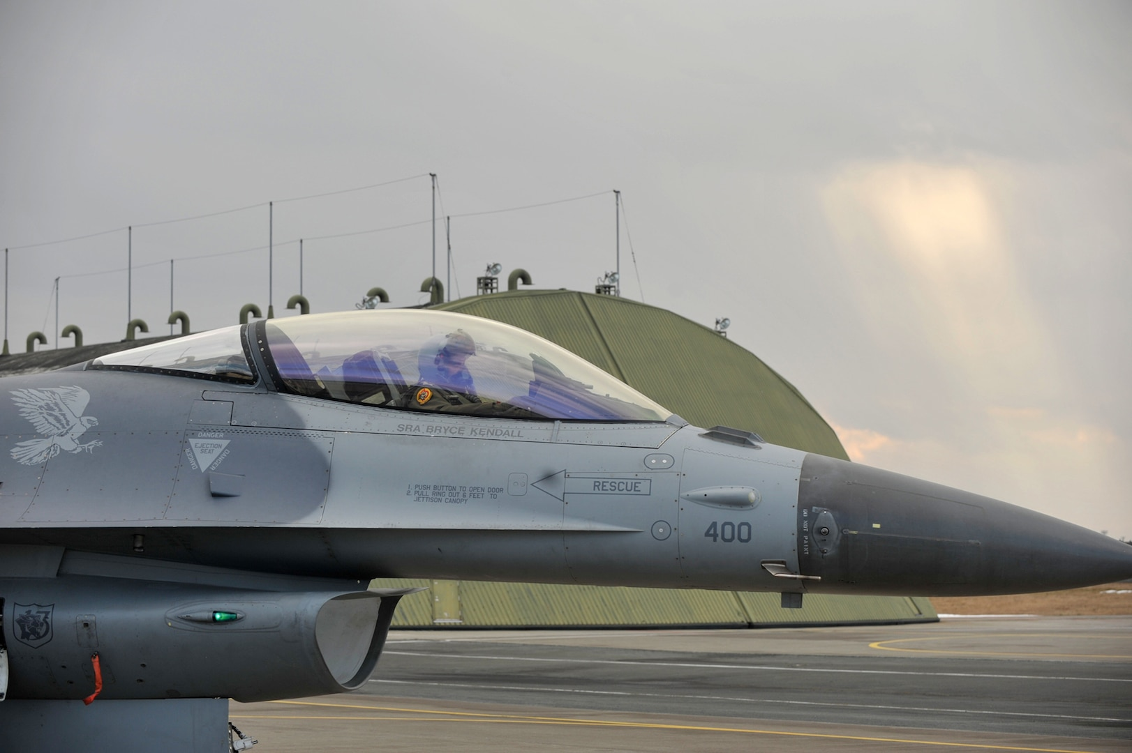 Maintenance Airmen bring F-16 to life
