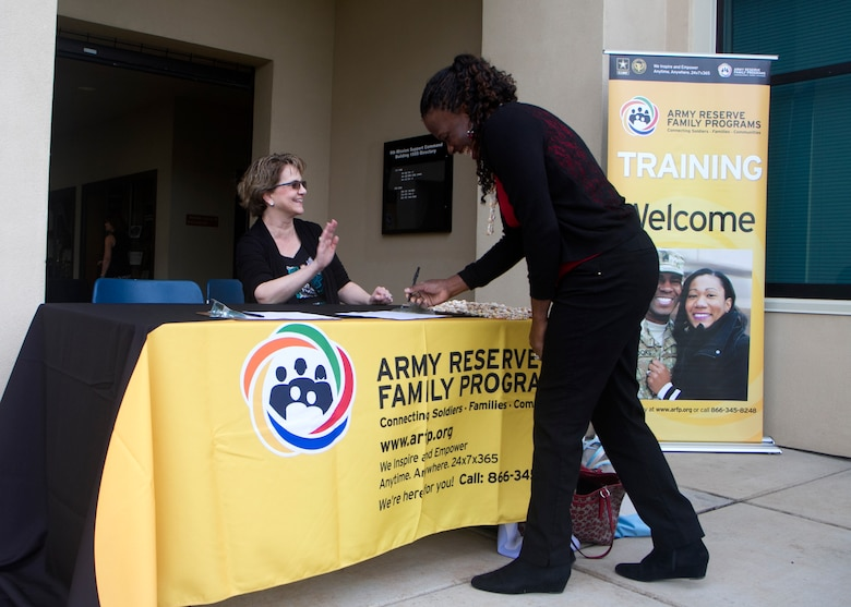 Pacific Reserve Families train for crisis and readiness management at 9th MSC