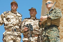 U.S. Reserve Marine Staff Sgt. Philip J. Michell, a fire support Marine with 4th Air Naval Gunfire Liaison Company, Force Headquarters Group, Marine Forces Reserve, discusses operations with members of Moroccan Armed Forces during Exercise African Lion 2018, in Tan Tan, Morocco, April 23, 2018. African Lion is an annual, multinational, joint-force exercise improving interoperability between participating nations. (U.S. Marine Corps photo by Lance Cpl Tessa D. Watts)