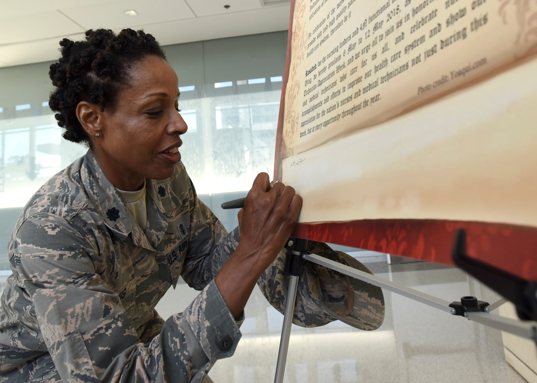 Lt. Col. Paula Chavis, 937th Training Group nurse education program director, signs a proclamation during National Nurse Week 2018 at Wilford Hall Ambulatory Surgical Center, Joint Base San Antonio-Lackland, Texas. The 59th Medical Wing kicked off the event with the signing of a new proclamation declaring May 6-12 as Nurse and Medical Technician Appreciation week. (U.S. Air Force photo by Staff Sgt. Kevin Iinuma)