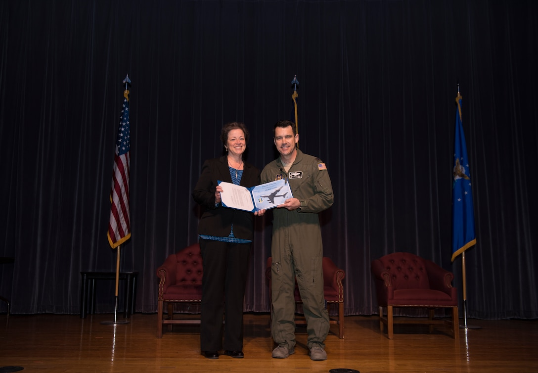 914th Operations Group Reserve Citizen Airmen receive recognition