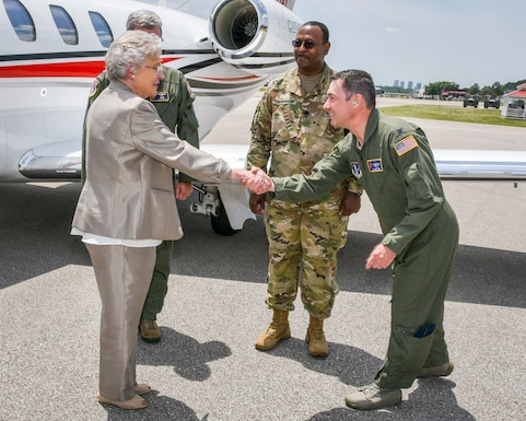Alabama Governor Visits 117 ARW