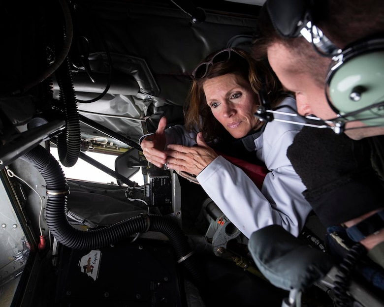 """Employer Vicki Carter discusses the aerial refueling process with Master Sgt. Thomas Nance, 116th Air Refueling Squadron boom operator, aboard a KC-135 Stratotanker during an Employer Support of the Guard and Reserve """"Boss Lift"""" event May 5, 2018 at Fairchild Air Force Base, Wash. ESGR facilitates events with the 141st ARW to promote support between civilian employers and the Air National Guardsmen they employ. (U.S. Air National Guard photo by Staff Sgt. Rose M. Lust)"""