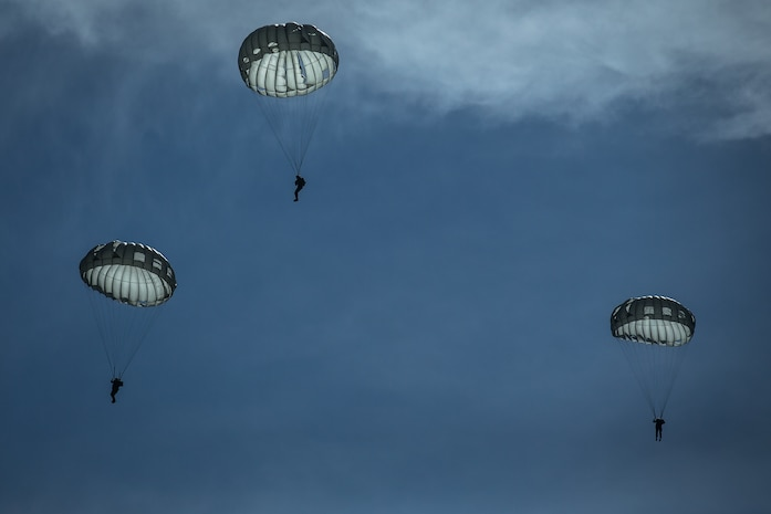 U.S. Marines with 1st Force Reconnaissance Battalion, 1st Marine Division, descend during Military Free-Fall and Static-Line parachute operations at Marine Corps Base Camp Pendleton, Calif., April 5, 2018.