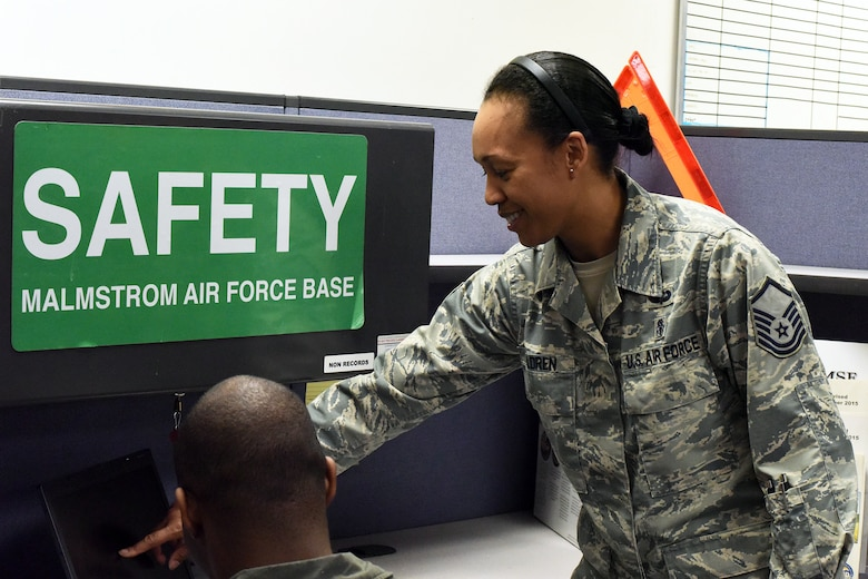 Master Sgt. Tiffany Waldren, 341st Medical Operations Squadron NCO in charge of aerospace and operational physiology, trains personnel on safety operations computers May 9, 2018, using the Fatigue Avoidance Scheduling Tool at Malmstrom Air Force Base, Mont. Learning how tired a body gets during missile field training helps missile squadron safety officers evaluate the human factors of safety in intercontinental ballistic missile operations and plan mitigation tactics. (U.S. Air Force photo by Kiersten McCutchan)