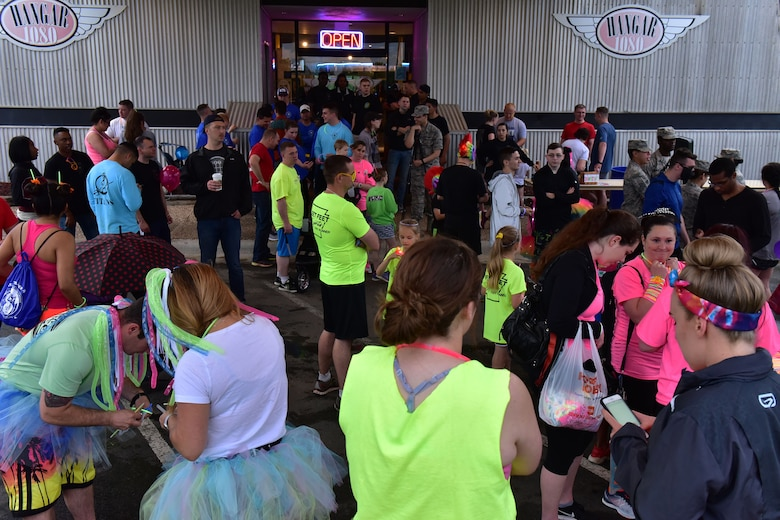 A crowd waits to for the glow run.