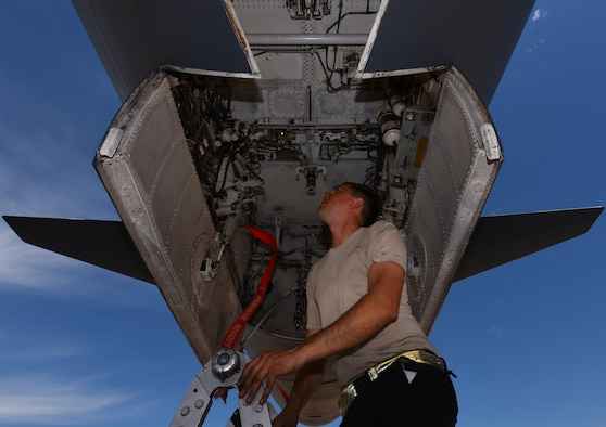 Crew Chiefs key to B-1 mission