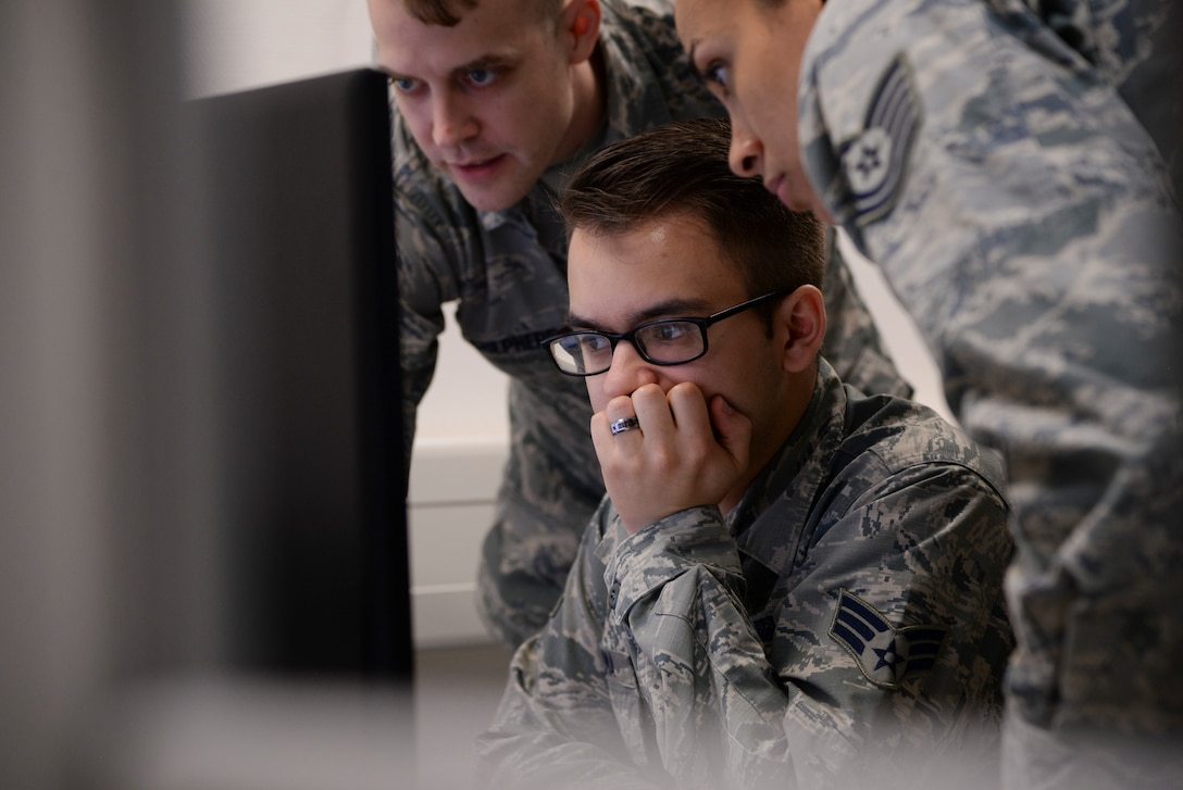 Airmen gather around computer at first U.S. Air Forces in Europe cyber-only exercise Tacet Venari at Warrior Preparation Center on Einsiedlerhof Air Station, Germany, May 10, 2018 (U.S. Air Force/Blake Browning)