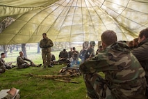 British Army Staff Sgt. Steven Kelly, survival instructor with 29th Commando Regiment, Artillery Battery, teaches Marines with 4th Air Naval Gunfire Liaison Company, Force Headquarters Group, necessary survival procedures should they be stuck in the wilderness for an extended time, in Durness, Scotland, April 26, 2018.