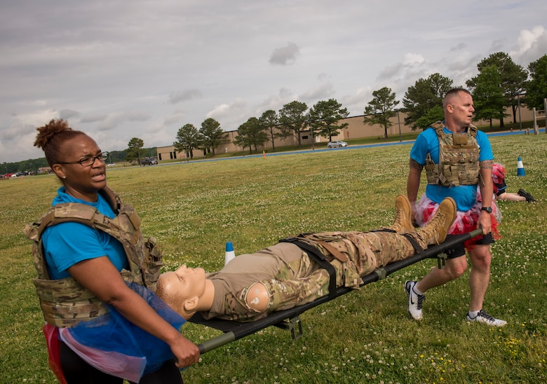 From left, U.S. Air Force Lt. Col. Alisha Smith, 633rd Medical Support Squadron commander, and Maj. Scott Black, 633rd MDSS nutritional medicine flight commander, compete in the National Police Week Defenders' Challenge at Joint Base Langley-Eustis, Virginia, May 16, 2018.