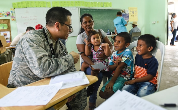 An Air Force doctor talks to a Panamanian family.