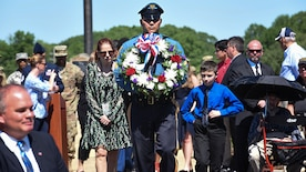 PARADE OF WREATHS