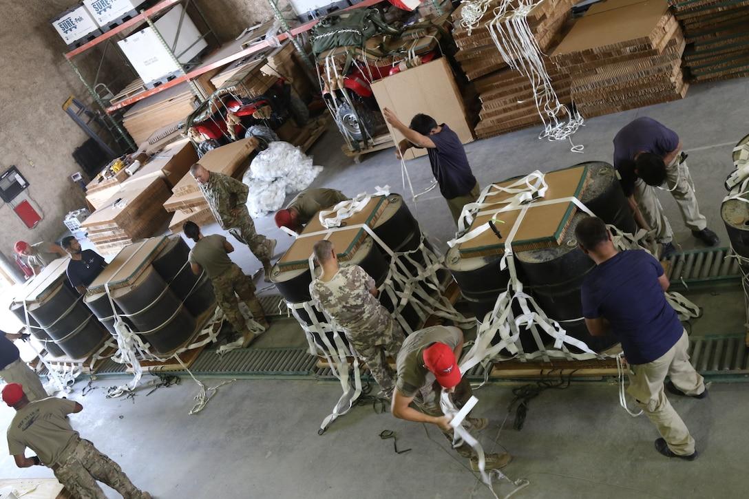 Qatar, U.S. militaries work together to strengthen Qatar C-17 air drop capabilities